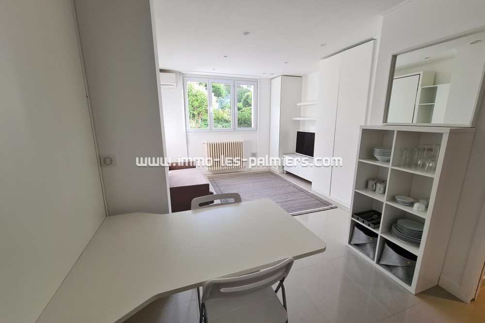 Image 5 : A renovated studio on the ...
