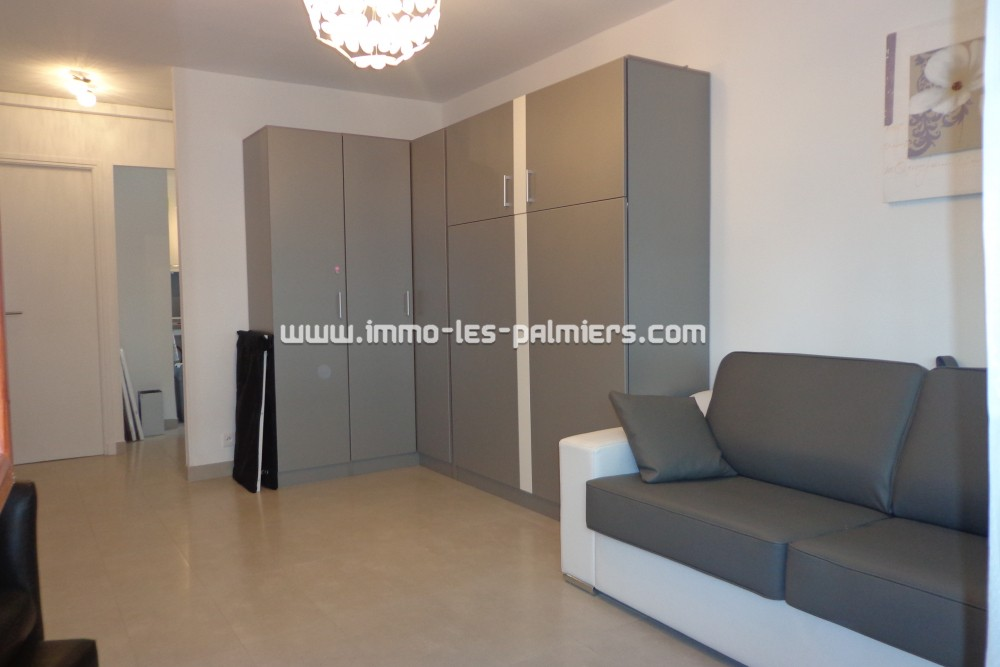 Image 5 : A studio apartment in a ...
