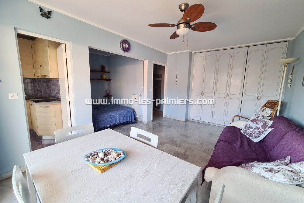 Image 5 : A studio apartment located on ...