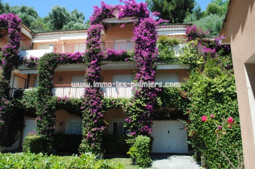 Image 1 : Villa apartment in private domain with swimming pool located in Menton